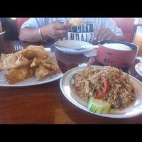 รูปภาพถ่ายที่ Khun Dom โดย Marcos G. เมื่อ 9/22/2014