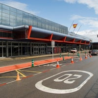 Photo taken at Aeropuerto de Santander - Seve Ballesteros by 💯 . on 11/1/2012