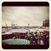 Photo taken at Hamburger Fischmarkt by Kalle W. on 10/14/2012