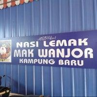 Photo taken at Nasi Lemak Mak Wanjor by Amirul B. on 12/27/2012