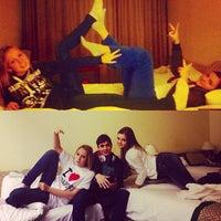 12/21/2012 tarihinde Nastya M.ziyaretçi tarafından Hotel Hungaria City Center'de çekilen fotoğraf