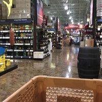 Foto tirada no(a) Total Wine & More por Heath C. em 7/16/2016