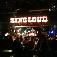 Photo prise au Pete's Dueling Piano Bar par Houston S. le7/27/2013