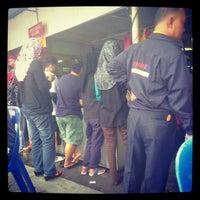 Photo taken at Lontong & Nasi Lemak, GSA 11 Hajah Haminah, Kg Baru by Muhammad R. on 11/4/2012