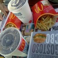 Foto tirada no(a) McDonald's por Larissa M. em 1/7/2013