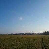 Foto tirada no(a) Tempelhofer Feld por Hie-suk Y. em 3/16/2016