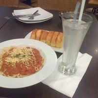 Photo taken at Pizza Hut by Nur D. on 11/14/2015