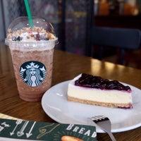 Photo taken at Starbucks by Jinny T. on 9/10/2017