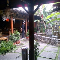 Photo taken at Raja Sunda by Linda K. on 10/29/2012