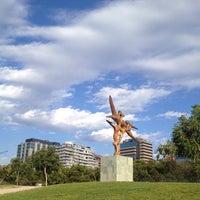 Foto tirada no(a) Parque de las Esculturas por Paolo C. em 1/27/2013