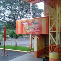 Photo taken at Restaurant Minisuper El Gran Parqueo by Fabio Esteban A. on 12/1/2012