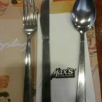 9/10/2013 tarihinde Bianca P.ziyaretçi tarafından Max's Restaurant'de çekilen fotoğraf