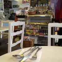 4/4/2013 tarihinde Elizabeth A.ziyaretçi tarafından VOP Café Bistró'de çekilen fotoğraf