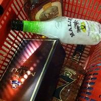 Foto tirada no(a) Beverage Depot por FHop🎒🌐✈️ em 4/26/2013