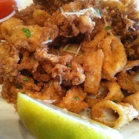 Das Foto wurde bei Fish City Grill von FHop🎒🌐✈️ am 1/11/2013 aufgenommen