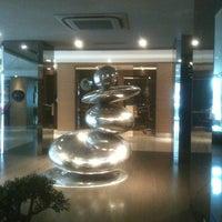4/1/2013 tarihinde Ertugrul A.ziyaretçi tarafından Avantgarde Collection Levent Hotel'de çekilen fotoğraf