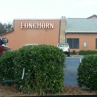 Photo taken at LongHorn Steakhouse by Scott T. on 10/13/2012