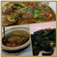 Photo taken at Restoran Dragon Star by Teik Chuan L. on 3/30/2014