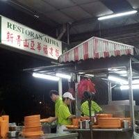 Photo taken at Restoran Ahwa 新青山亚华福建面 by Teik Chuan L. on 11/9/2012