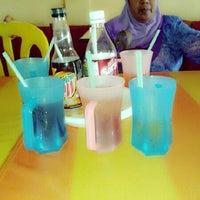 Photo taken at Sri Gua Musang Sea Food by Wan Nor A. on 3/25/2013