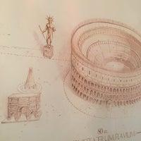 Foto tirada no(a) Colosseo a Pezzi por Alexandre C. em 4/18/2016