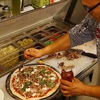 Foto tirada no(a) Rizzo's Fine Pizza por Neil A. em 3/1/2015