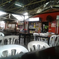 Photo taken at cengkih restoran & cafe by Luqman B. on 11/5/2012