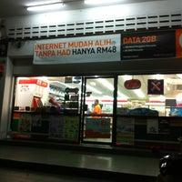 Photo taken at 7-Eleven IM by Putih Putih M. on 4/17/2013