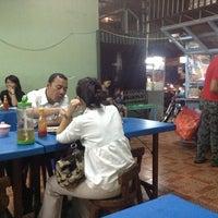 Photo taken at Nasi Goreng Babe Pekalongan by Farry A. on 4/1/2013