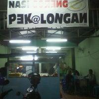 Photo taken at Nasi Goreng Babe Pekalongan by Farry A. on 3/8/2013