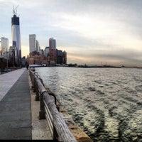 Foto tirada no(a) Hudson River Running Path por Stacey W. em 12/12/2012