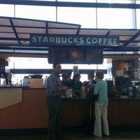 Foto diambil di Starbucks oleh Hernan S. pada 11/3/2012