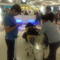 Photo taken at Transfer Check-In West by Nahid Z. on 3/20/2013