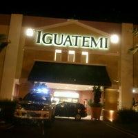 Foto tirada no(a) Shopping Iguatemi por Monica B. em 3/30/2013