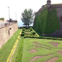 Photo taken at Castillo de Montjuic by Rom on 5/12/2013