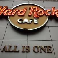 Photo taken at Hard Rock Cafe Toronto by Wesley M. on 10/13/2012