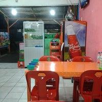 Photo taken at Ayam Penyet Pemuda Tampan by Ida Bagus A. on 11/23/2012