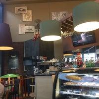 Foto tomada en Tarlets Coffee por Agtiii B. el 12/31/2016
