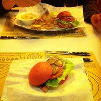 Снимок сделан в Star Burger пользователем Oksana K. 2/14/2015