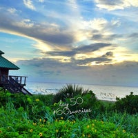 Снимок сделан в Spanish River Beach пользователем Girl Abroad 7/14/2013