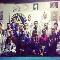Photo taken at Escola de Jiu-Jitsu Azambuja Behring by Jô R. on 4/7/2014