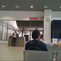 Photo taken at Balai Berlepas Antarabangsa Skypark by Nurul S. on 2/6/2013