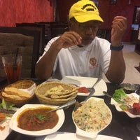 Photo taken at d'Tandoor Restaurant by Lyna A. on 9/9/2017