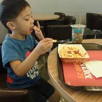 Photo taken at Burger King by Nadya N. on 6/20/2014