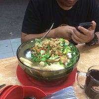 Photo taken at Restoran Yong tau fu Pulau Gadong by Khairi T. on 11/4/2016