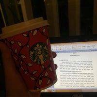 Foto tirada no(a) Starbucks por widyasari w. em 11/25/2016