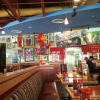 Photo taken at Red Robin Gourmet Burgers by Daniel L. on 9/20/2012