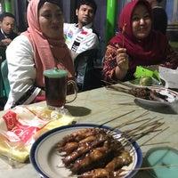 Photo taken at Warung Sate Ayam . Kasman asli Ambal by Khuswantoro I. on 10/10/2017