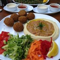 8/14/2013 tarihinde Yelda A.ziyaretçi tarafından Falafel House'de çekilen fotoğraf