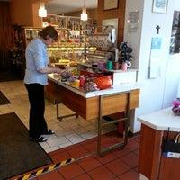 Foto scattata a Café Hotel Konditorei Goldinger da Mitch S. il 3/14/2013